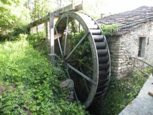 Roue de dessus ou Overshot water wheel par Rigamonti Ghisa